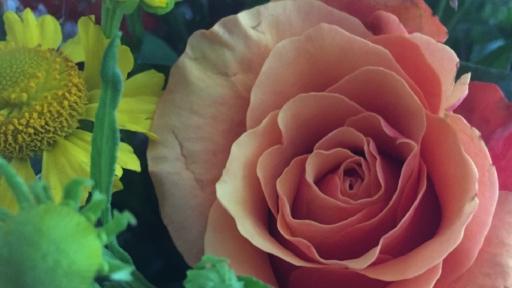 Ein Blumenstrauß mit Rose