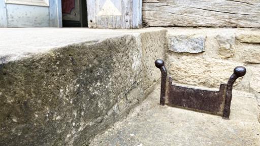 Ein alter Schuhsohlenabkratzer aus Metall