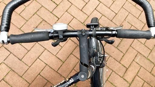 Die Bruchstelle an einem Fahrradlenker-Vorbau.