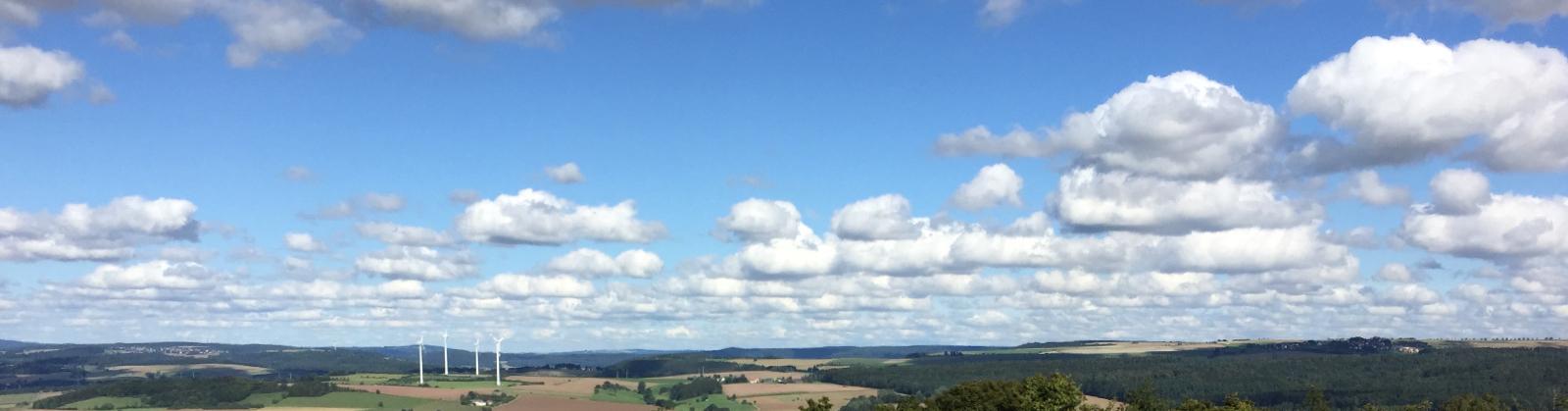 Fernblick mit Wolken