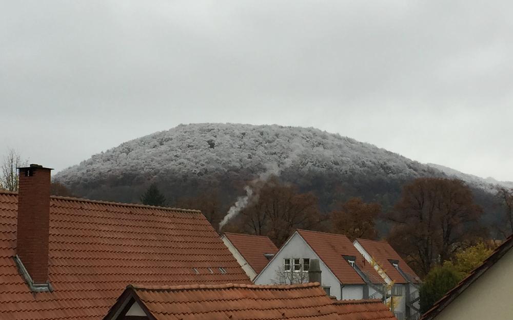 Schnee auf einem Berg