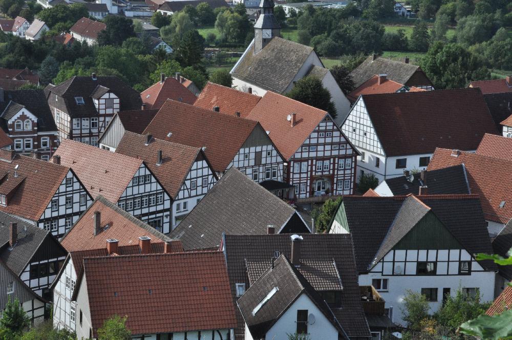 Schwalenberg: Eine Hausfront von Fachwerkhäusern