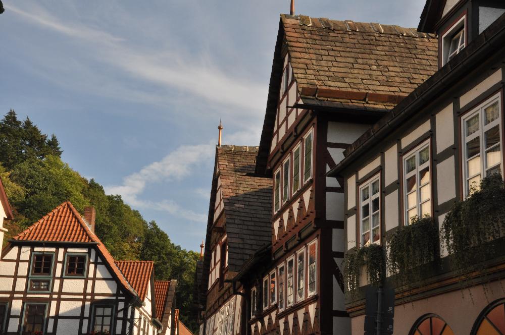 Schwalenberg: Eine Häuserfront mit Fachwerkgebäuden
