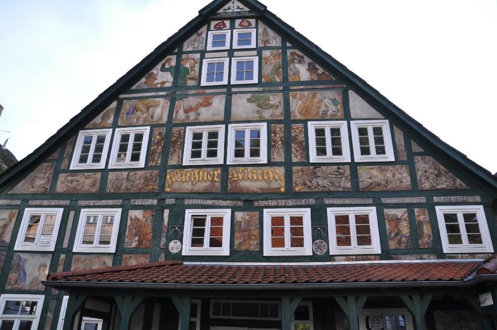 Schwalenberg: Ein kunstvoll bemalter Hausgiebel