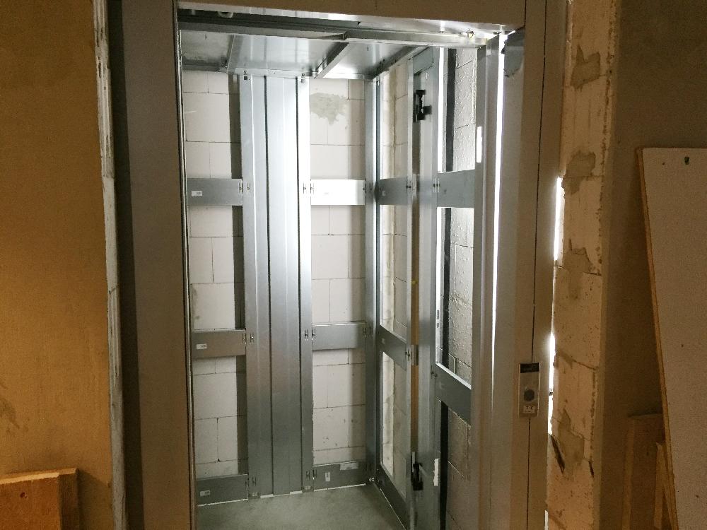 Der Rohbau eines Fahrstuhls