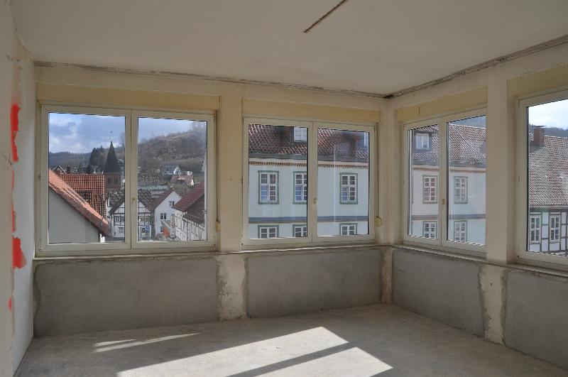 Ein Zimmer mit vielen Fenstern