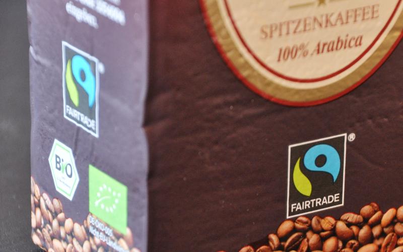 Eine Packung Fairtrade-Kaffee