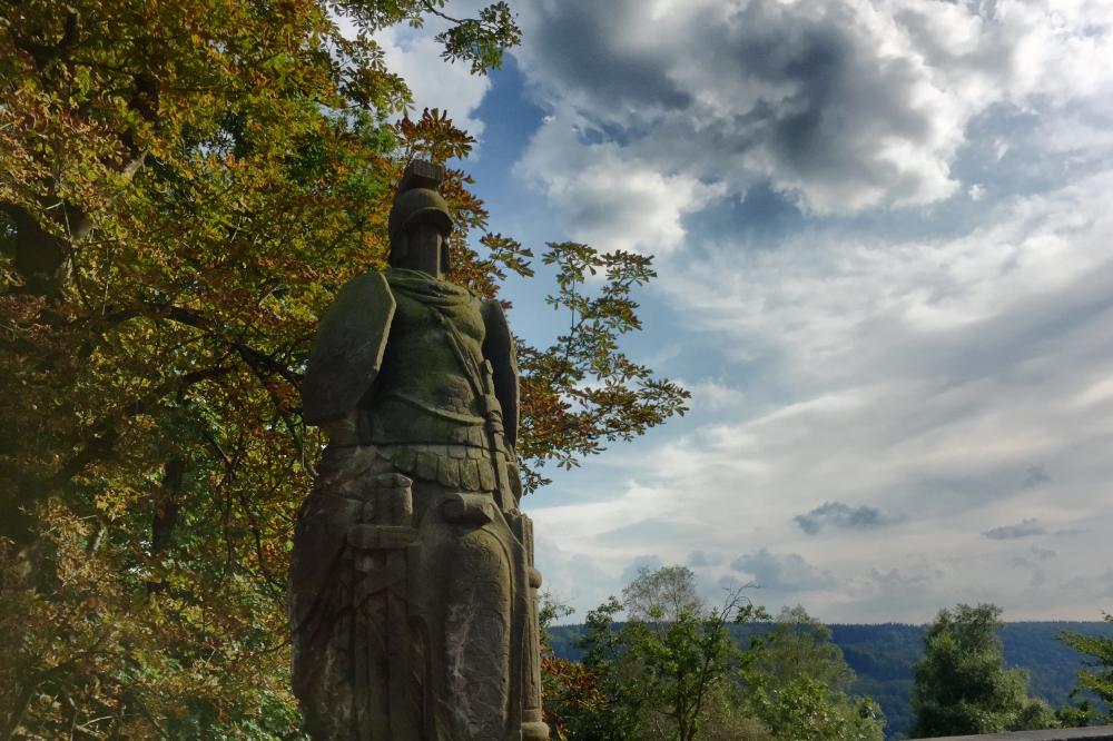 Eine Statue aus Stein