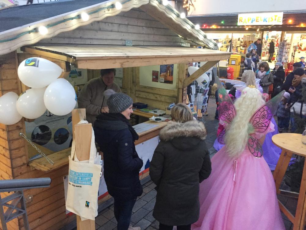 Der Fairtrade-Stand auf dem Weihnachtsmarkt in Lügde