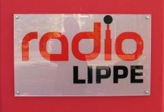 Türschild mit der Aufschrift: Radio Lippe