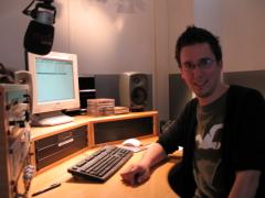 Ein Mann im Tonstudio