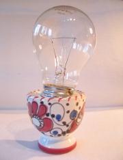 Eierbecher und Glühbirne