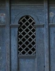 Bildausschnitt von einer sehr alten Holztür