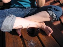 Beine in einem Schneidersitz