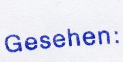 Ein gescannter Stempelabdruck mit dem Wort – gesehen: