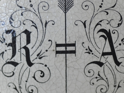 Ein Fotorätsel – Die Buchstaben R und A.