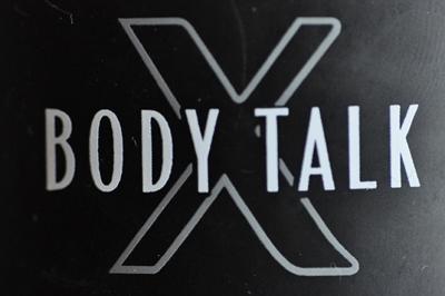 Ein Schriftzug mit dem Text: Body Talk.