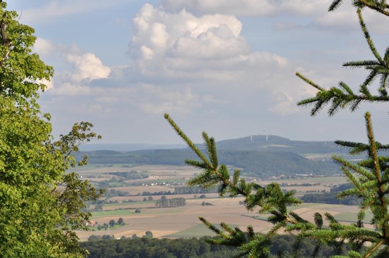 Blick von der Herlingsburg zum Köterberg.