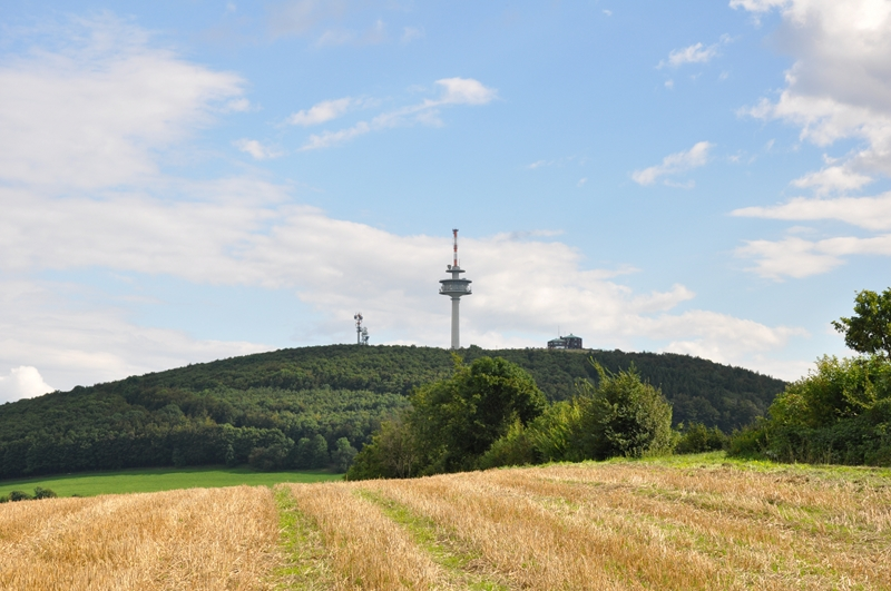 Blick vom Köterberg (Ortsteil von Lügde) zum Köterberg (Bergspitze).