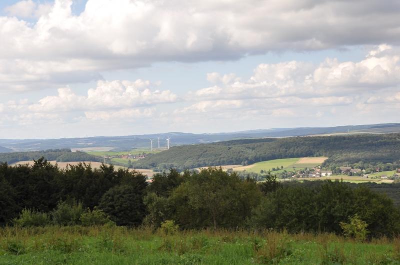 Blick vom Köterberg auf die Lügder Ortsteile Sabbenhausen und Falkenhagen.
