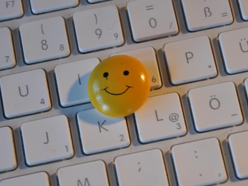 Ein Smiley auf einer Computer-Tastatur