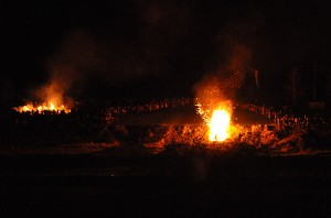 Ostersonntag in Lügde, Osterberg, Osterfeuer, Osterrad