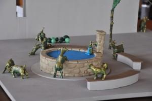 Brunnenmodell: Ziegen spielen in der Nähe eines Brunnens.