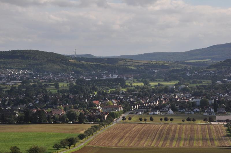 Felder, Häuser und Berge