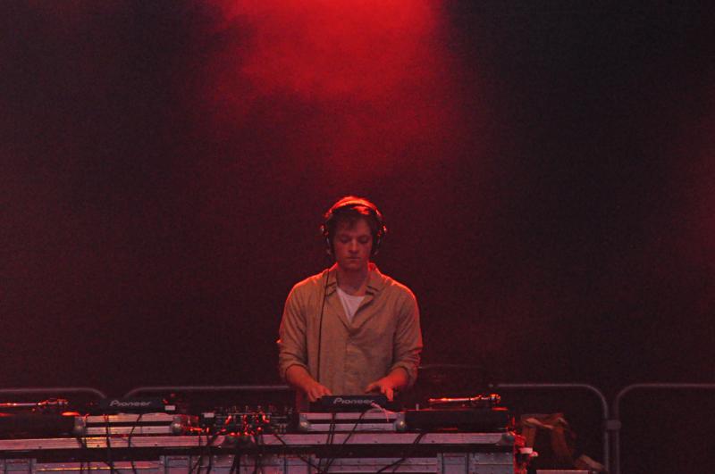 Ein DJ in Aktion.