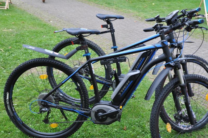 Zwei E-Bikes