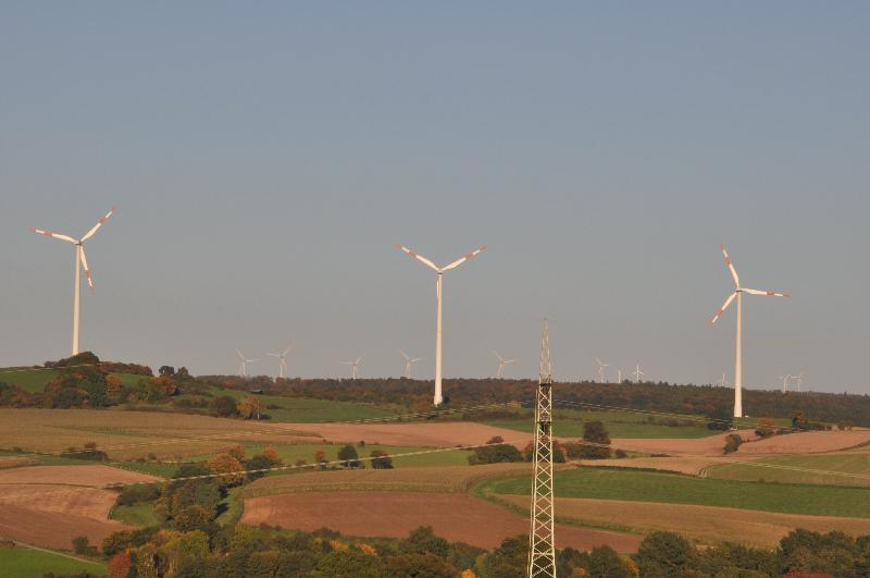 Drei Windräder