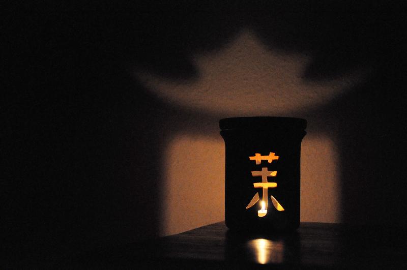 Schattenspiel einer Duftlampe