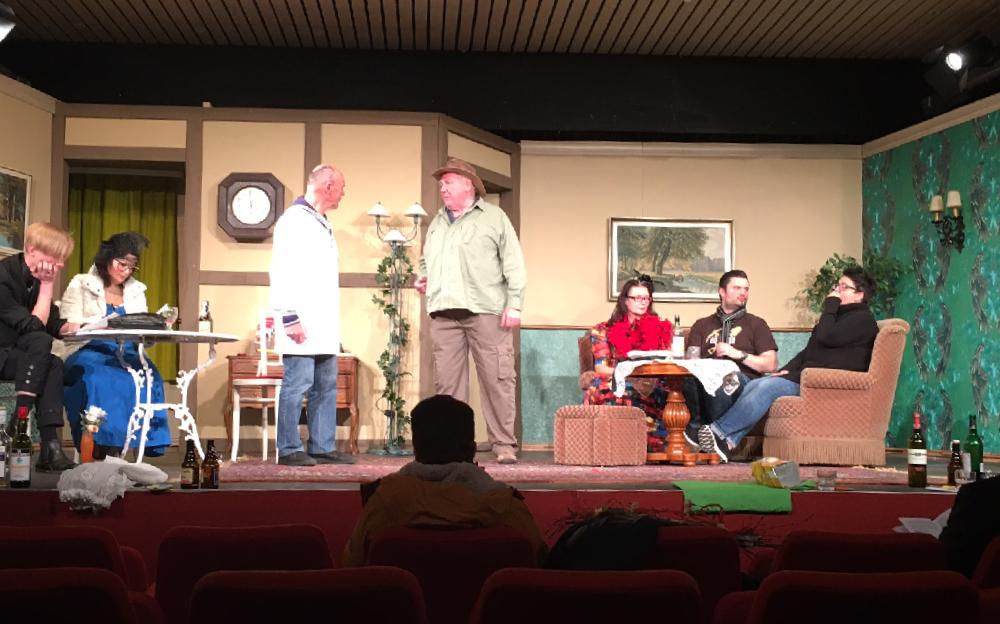 Ein Szenenfoto von einer Theateraufführung